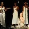 """Peter Sellars rilegge """"Desdemona"""": un concerto teatrale tra prosa e musica con Rokia Traoré"""